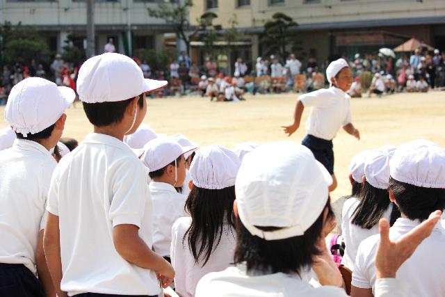 母子家庭ですが、子供の運動会に子供の父親(元夫)も呼んでますよ。母子家庭で父親参加はオカシイ?